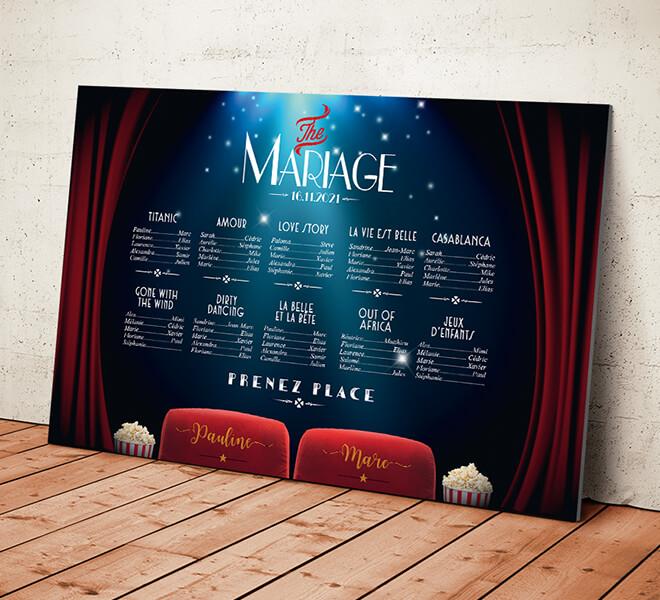 Plan de table de mariage cinéma chic vintage avec fauteuils et popcorn rétro - rideaux rouge affiche de films strass paillette © www.alpagart.fr