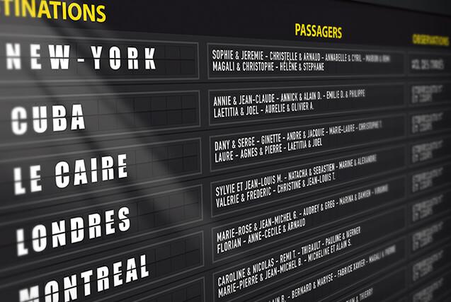 Plan de table de mariage original sous forme de panneau d'aéroport, board d'embarquement avion pour un mariage sur le thème du voyage avec les destinations pour chaque table © www.alpagart.fr
